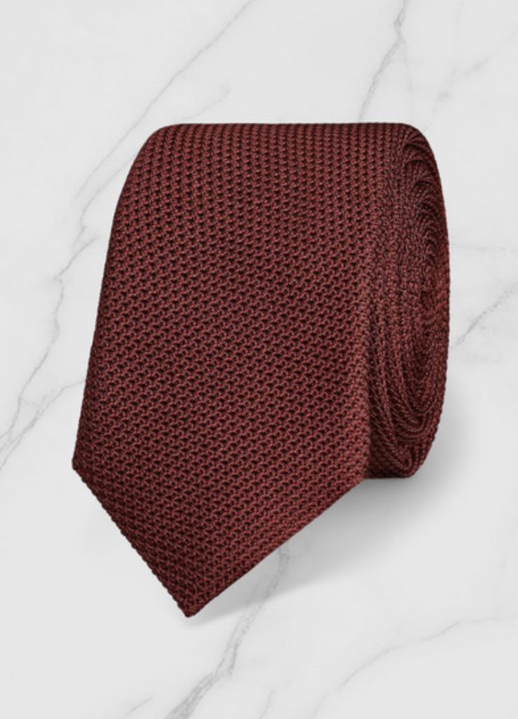 mespromenades-comment-porter-un-costume-defursac-chemise-blanche-cravate-rouge