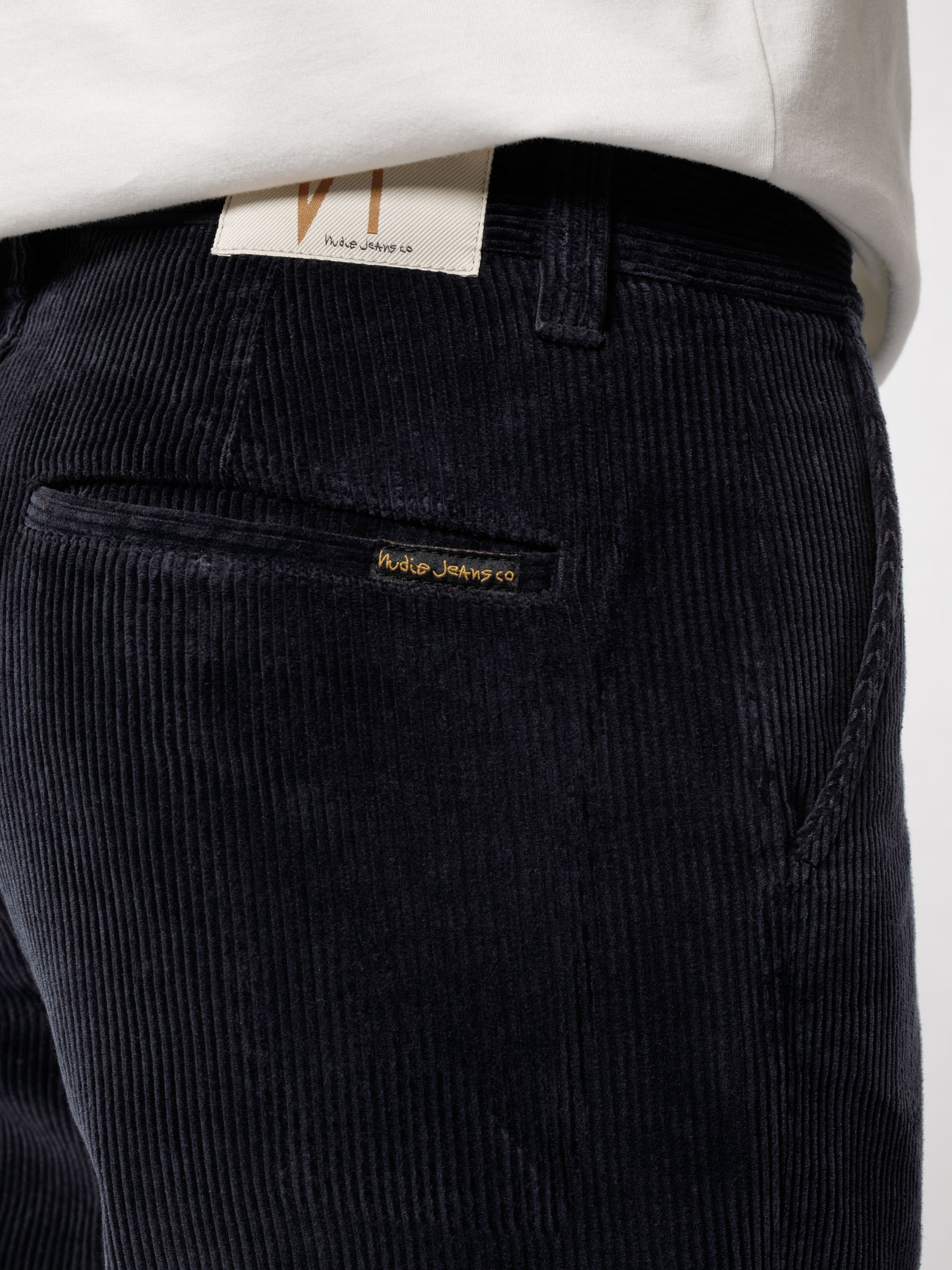 mespromenades-le-pantalon-dautmne-nudie-jeans-Lazy-Leo-Cord-Navy-120188-24_2400x2400