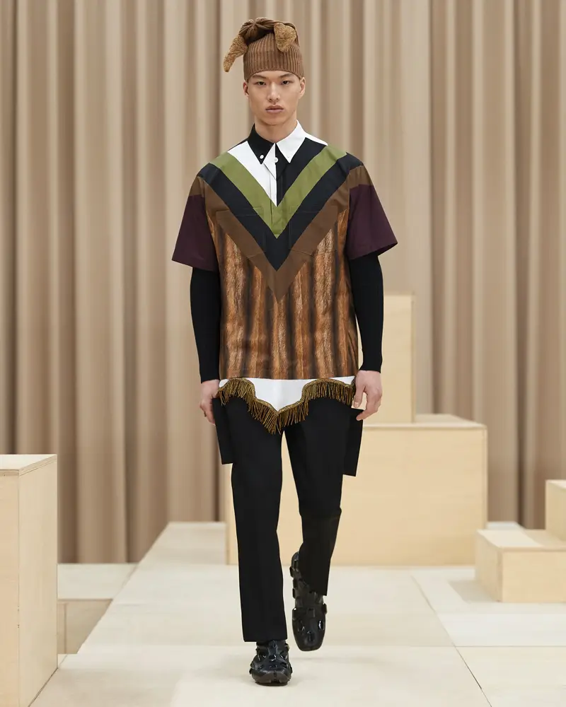 burberry-riccardo-tisci-london-fashion-week-collection-automne-hiver-fall-winter-2021-2022-mespromenades-©-credits-burberry-10
