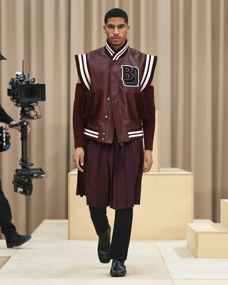 burberry-riccardo-tisci-london-fashion-week-collection-automne-hiver-fall-winter-2021-2022-mespromenades-©-credits-burberry-22