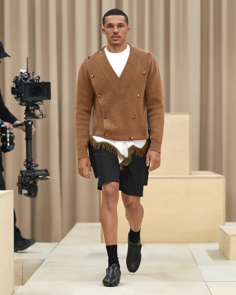burberry-riccardo-tisci-london-fashion-week-collection-automne-hiver-fall-winter-2021-2022-mespromenades-©-credits-burberry-26